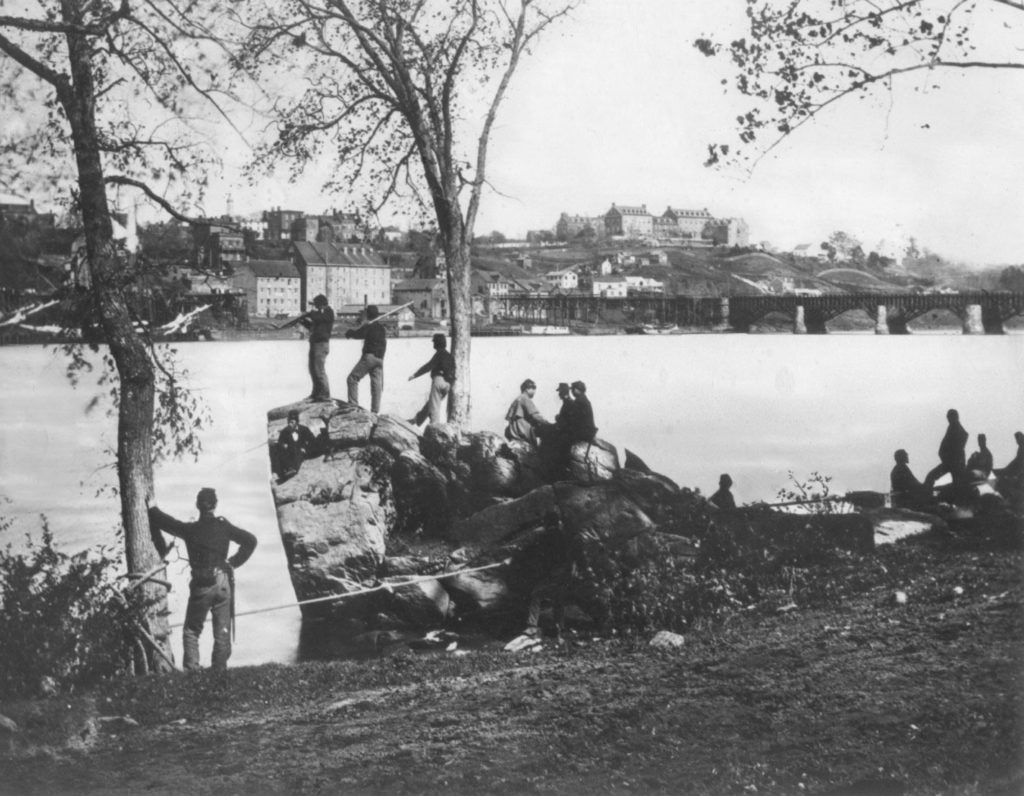 Soldiers look across the Potomac River