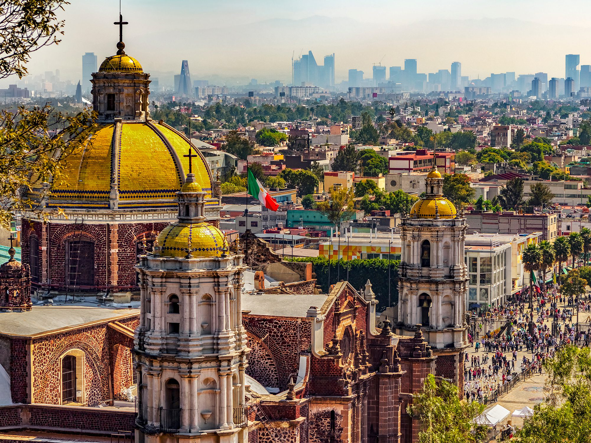 Photo 的 Mexico City with its yellow-domed churches